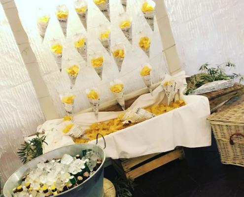 puesto de patatas boda